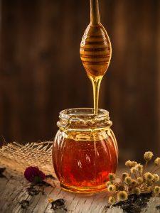 come schiarire i capelli con il miele