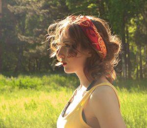 acconciature semplici foulard