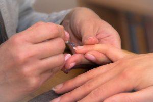 manicure unghie bianche