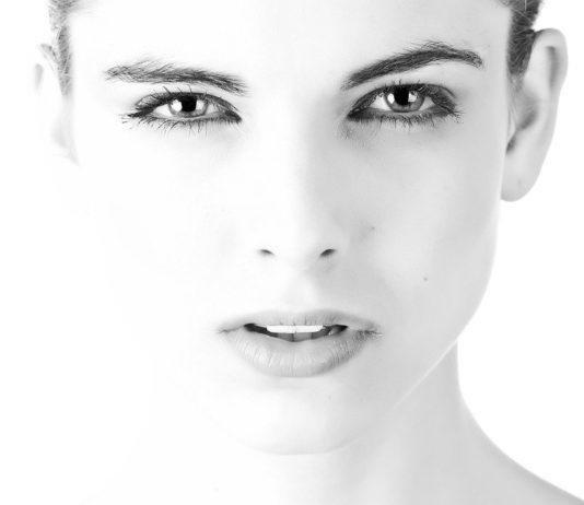 mascara marrone