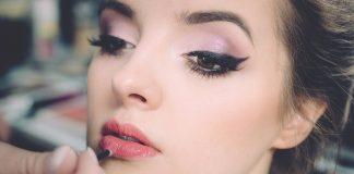 Come mettere l'eyeliner